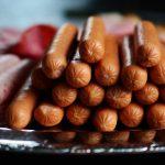 Сосиски и колбаса опасны для женского здоровья