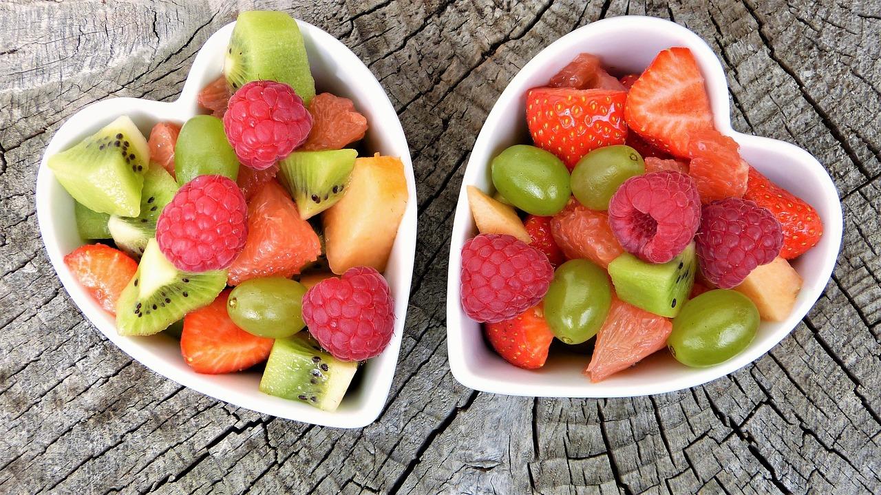 Нарезанные фрукты, ягоды