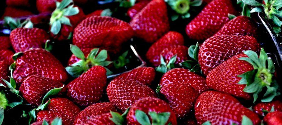 Примерно 70% фруктов и овощей содержат пестициды